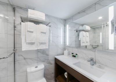 salle-de-bain-chambre-premium-otl-gouverneur-sherbrooke-hotel-test_11_orig